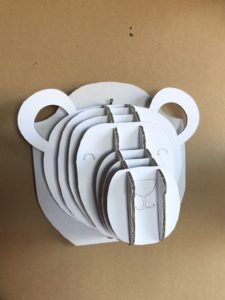 création en carton:kit Trophée ours